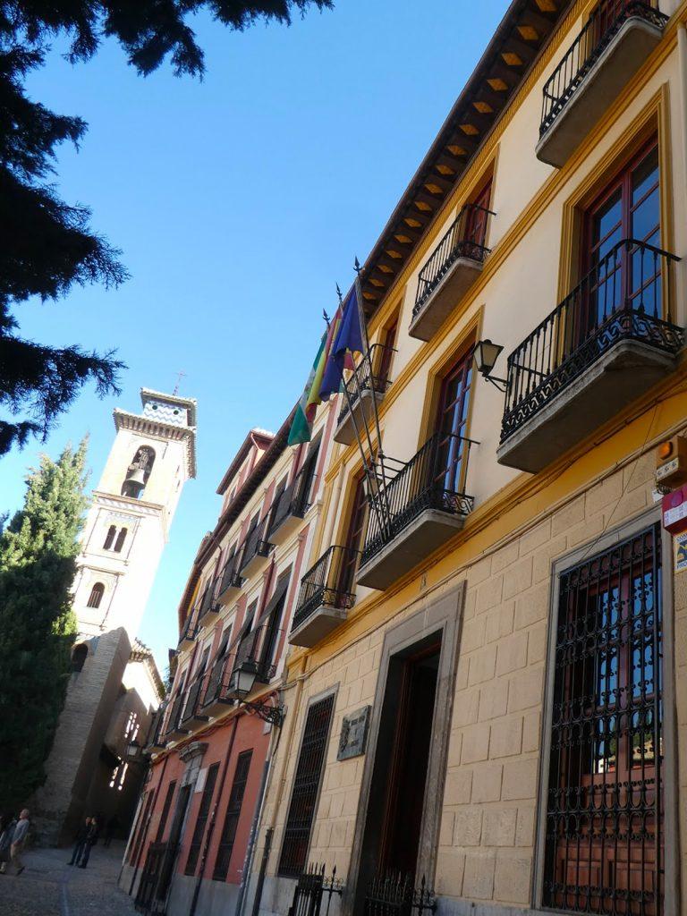 Fachada del Colegio de Abogados de Granada · Sede de la Academia de Jurisprudencia y Legislación de Granada