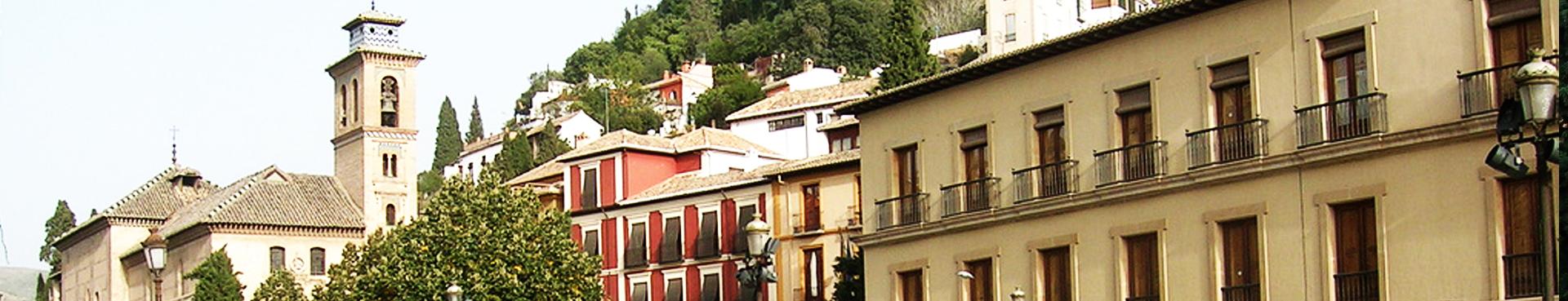 Pilar del Toro en la Plaza Santa Ana, Granada