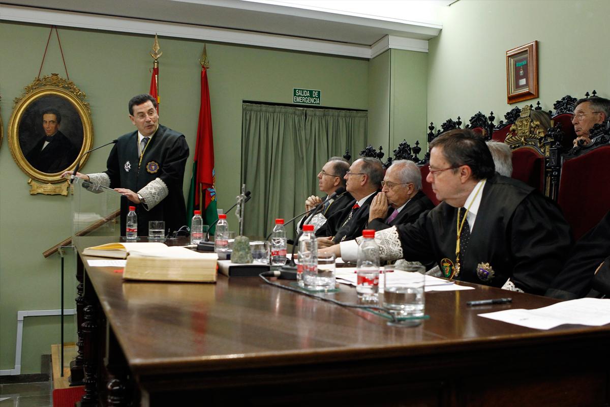 Lectura del discurso de ingreso como Académico de Número el Ilmo. Sr. D. José Requena Paredes, Presidente de la Sección Segunda de la Audiencia Provincial de Granada